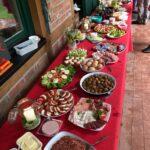 Dirk Fornahl organisiert das Dorffrühstück mit