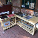 Dirk Fornahl hat seinen Kindern eine Matschküche gebaut